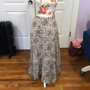 Dresses & Skirts - Gorgeous Maxi skirt in new condition!